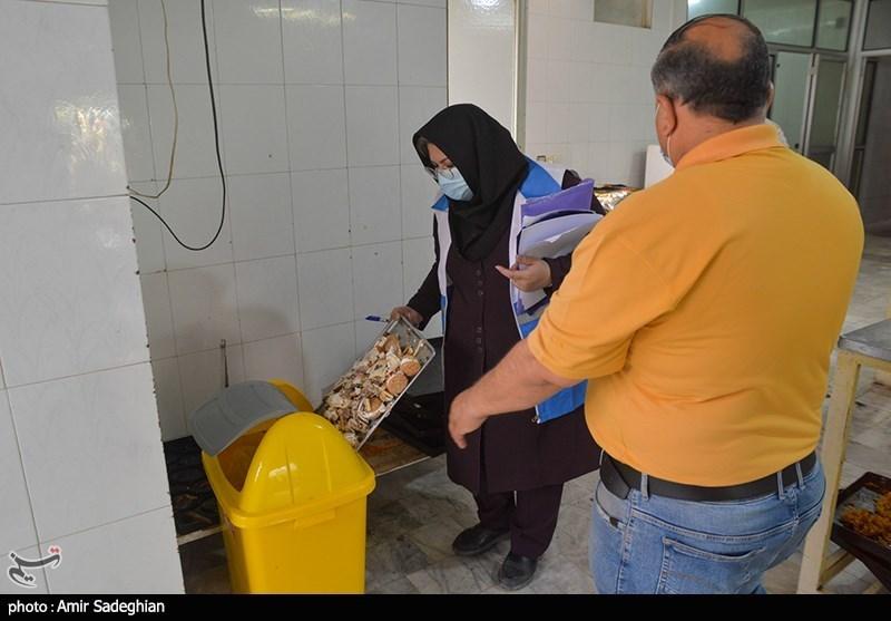 ریختن مواد غذایی فاسد در سطل زباله توسط بازرسی اصناف