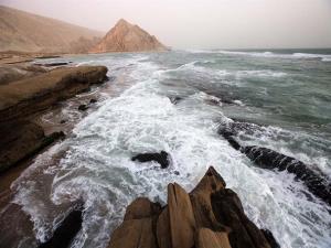 خلیج فارس مواج است؛ دل به دریا نزنید