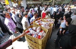 خانوادههای کم درآمدی که از سر ناچاری «پوست مرغ» میخورند