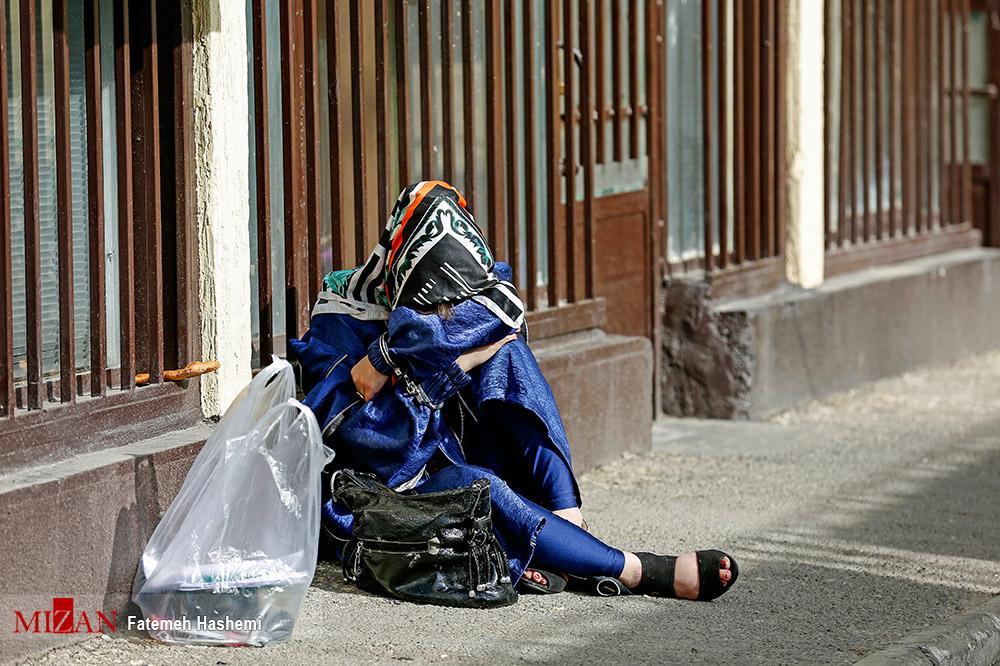 عکس/ دستبند قانون به دستان یک زن در طرح رعد پلیس