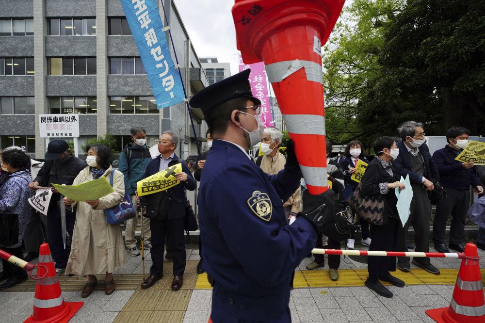 عکس/ اعتراض به تصمیم خطرناک ضد محیط زیستی دولت ژاپن!