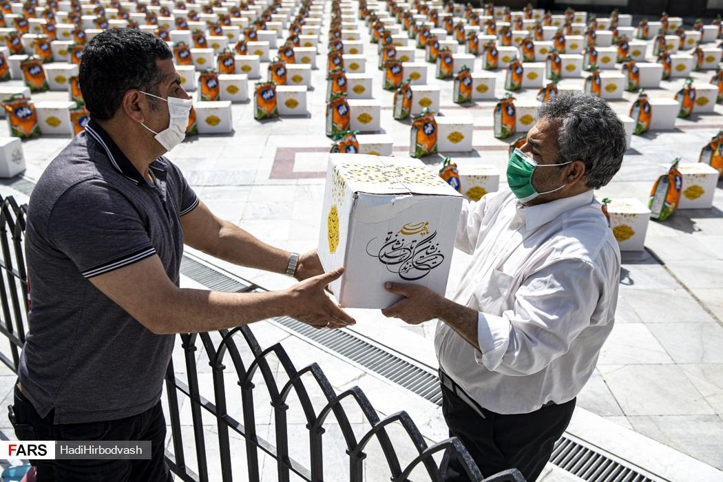 تهیه و توزیع ۱۱۰۰ بسته معیشتی در آستان امامزاده صالح (ع)