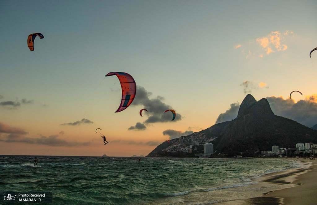 کایت سواری در ساحل برزیل