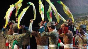 فرماندهی رقصندگان ایرانی با دستمال رنگی!