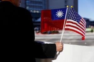 مانور رزمی چین در مجاورت تایوان همزمان با ورود فرستادگان بایدن