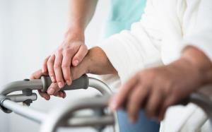 برای راهنمایی مراقبتهای پرستاری در منزل با ۴۱۰۰ تماس بگیرید