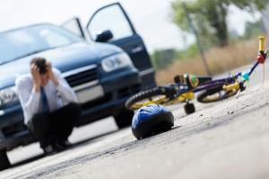 تصادف شدید خودرو با دوچرخه سوار