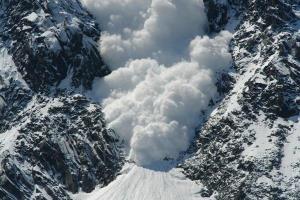 ویدیویی هولناک از ریزش بهمن در ارتفاعات