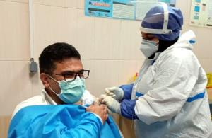 ۲۰۰ دز واکسن کرونا به کادر بهداشت و درمان سیستانوبلوچستان تزریق شد