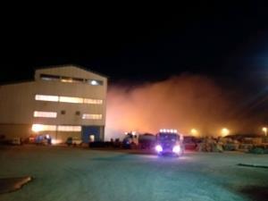 عکس/ آتشسوزی در یک شرکت صنعتی زرندیه