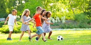 کودکان به چه میزان فعالیت بدنی در روز نیاز دارند؟