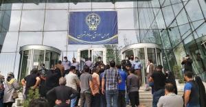 تجمع مجدد سهامداران در مقابل سازمان بورس