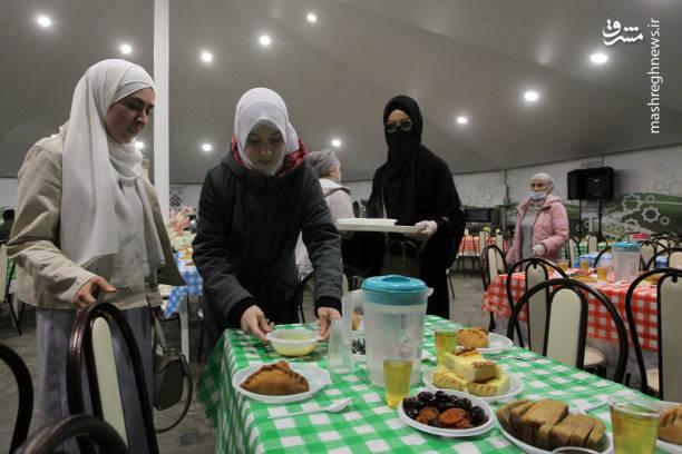 عکس/ دورهمی افطاری مسلمانان روسیه