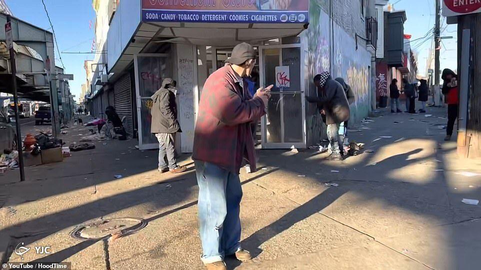 عکس/ خیابان مشهور معتادان و فروشندگان مواد مخدر در فلادلفیا