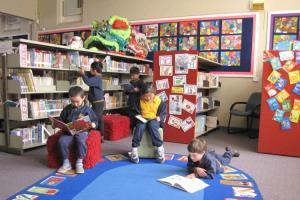 کمپین ملکالشعراهای بریتانیا برای بازسازی کتابخانههای مدارس