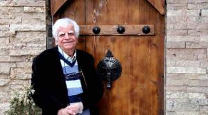 دقایقی با صدای نوستالژی «اکبر منانی»