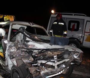 تصادف مرگبار پیکان و کامیون جان 5 نفر را گرفت