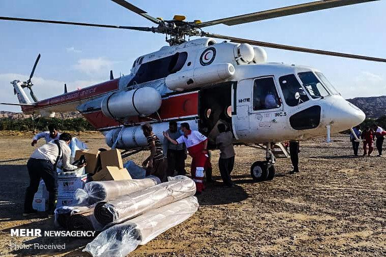 کمک های امدادی هلی کوپتر به منطقه سیل زده شهداد