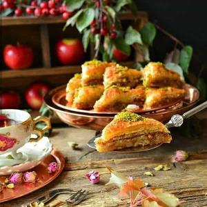 باقلوای سیب خوشمزه و مخصوص با گردو و بادام
