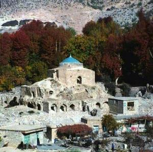 امامزادهای در فیروزآباد که بنای آن به مسجدالاقصی شباهت دارد