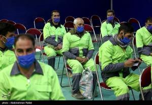نخستین گروه پاکبانهای کاشانی در مقابل کرونا واکسینه شدند