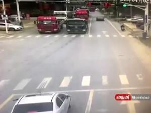 نجات معجزه آسای عابر در نقطه کور دید راننده تریلی