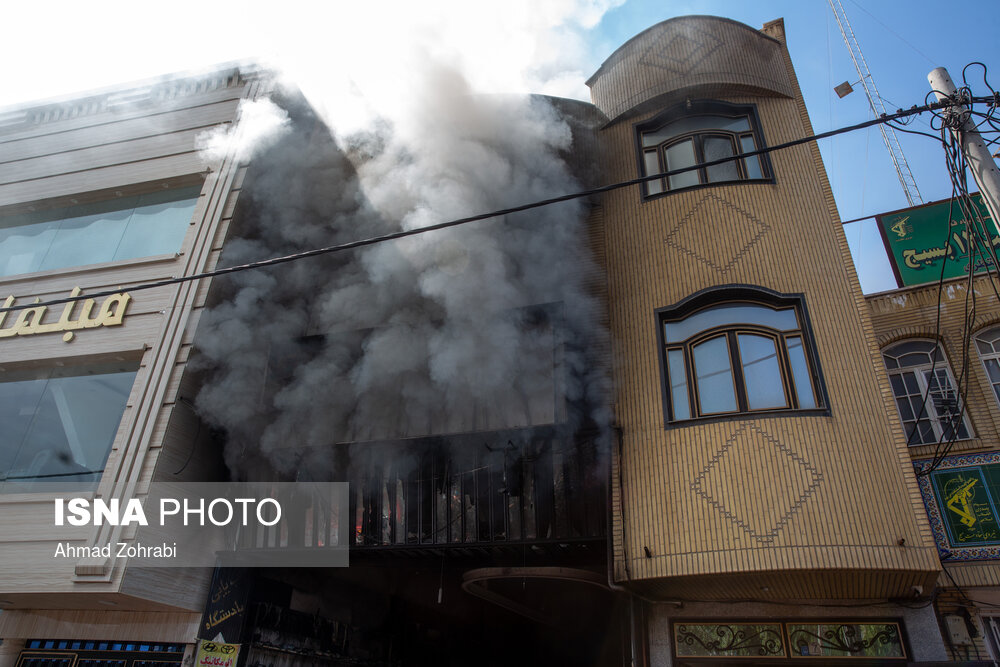 آتش سوزی واحد تجاری و مسکونی در قم