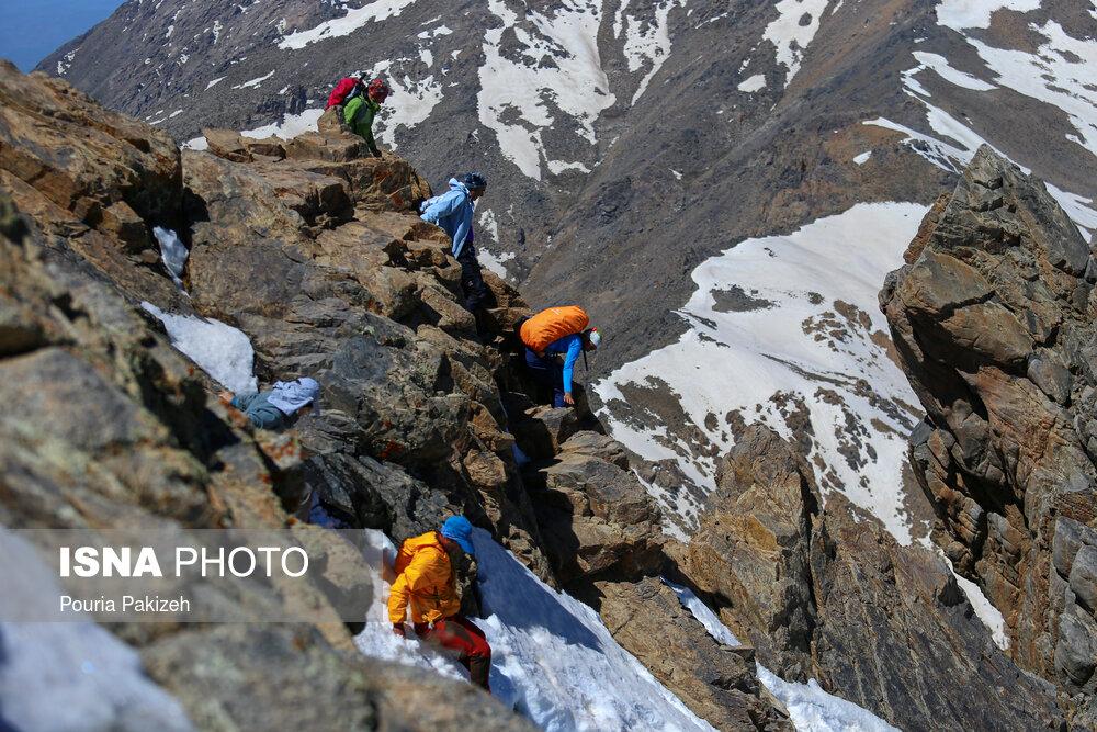 عکس/ صعود به قله «کلاغ لانه»