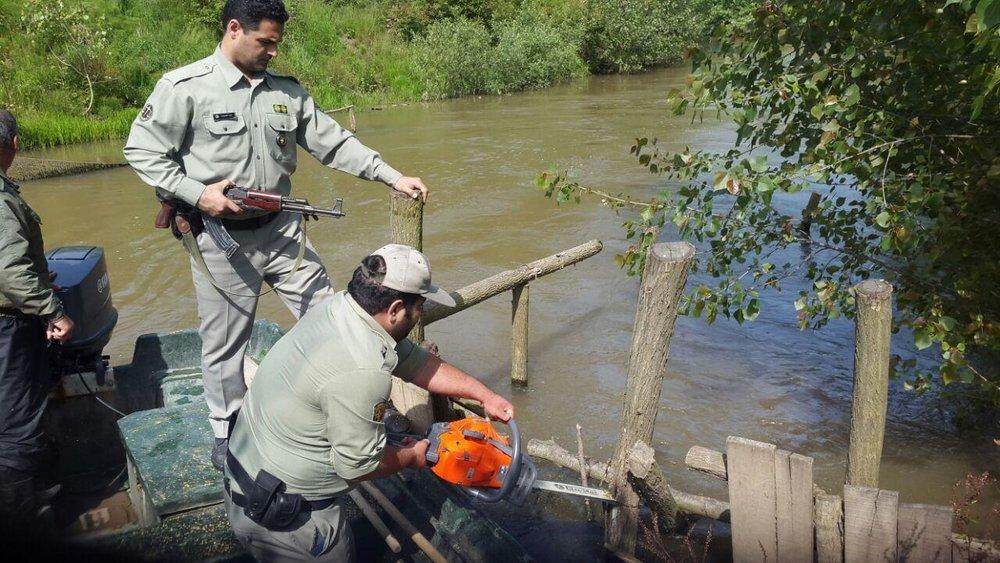 تخریب ۱۷ اقامتگاه غیر مجاز صیادی در پارک ملی بوجاق کیاشهر