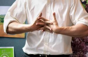 آیا شکاندن قولنج انگشتان باعث آرتروز می شود؟