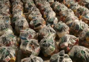 تهبه و توزیع بسته معیشتی میان نیازمندان قم