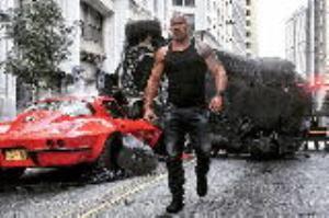 نابود کردن ۳ ماشین برای ۴ ثانیه فیلم!