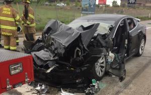 تصادف تسلا مدل S بدون راننده منجر به مرگ دو نفر شد