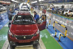 حضور خودروسازان خارجی در ایران با مخالفان زیادی روبهروست