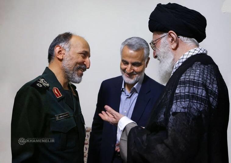 عکس/ گفتگوی رهبر انقلاب با حاج قاسم و سردار حجازی