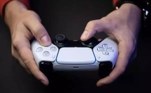 یک سال پس از آغاز دنیاگیری، فروش صنعت بازی همچنان رکوردشکنی میکند