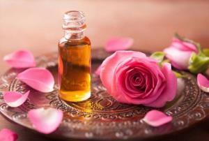 استشمام عطر خوش گلاب برای روزهداران مفید است