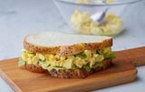برای افطار ساندویچ سالاد تخممرغ آماده کنید