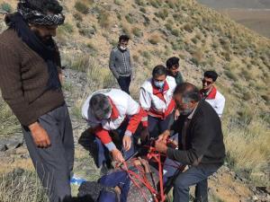 زن ۷۵ ساله مفقوده شده در کوههای روستای حسن رباط پیدا شد