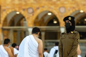 واکنش فعالان فضای مجازی به استفاده از زنان پلیس در مسجدالحرام