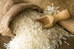 توزیع ۲ تن برنج با قیمت مصوب دولتی در ایوانکی