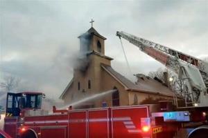 کلیسای قدیمی مینیاپولیس آمریکا طعمه حریق شد
