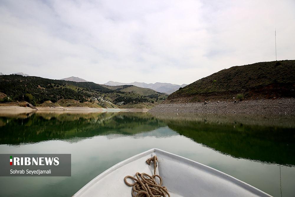 عکس/ کاهش هشت متری ارتفاع دریاچه سد لتیان