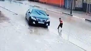تصادف شدید خودرو با یک کودک