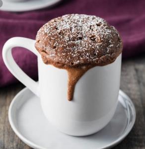 کیک فنجانی راحت و پف دار بدون نیاز به فر و همزن