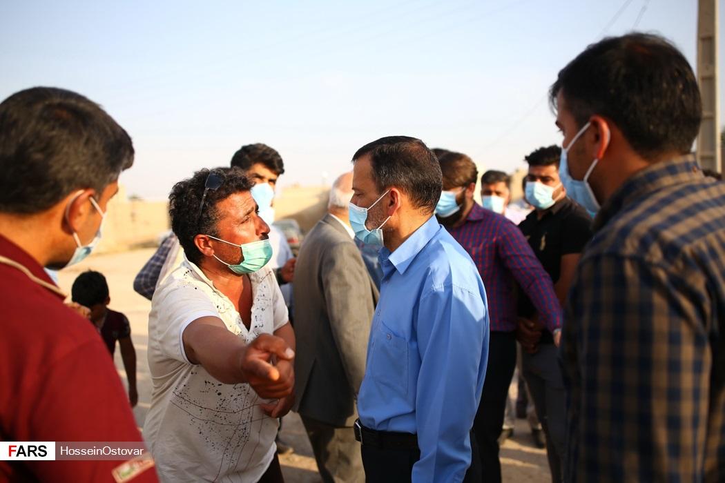 عکس/ بازدید نماینده بوشهر از روستاهای زلزله زده گناوه