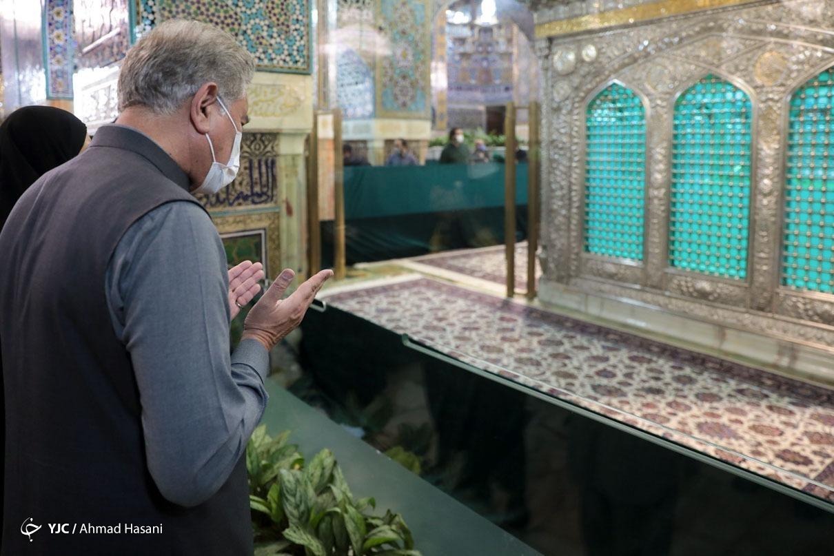عکس/ تشرف وزیر امور خارجه پاکستان به حرم رضوی