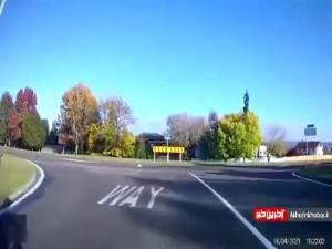 لحظه برخورد دوچرخه با کامیون