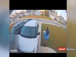 لحظه وحشتناک حمله سیاه گوش به یک زن