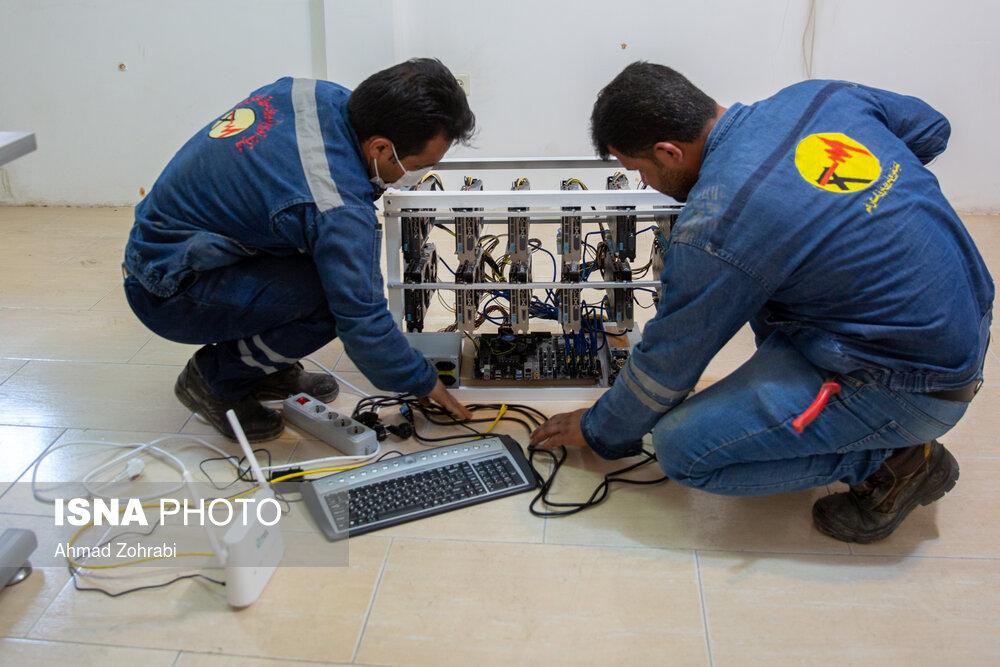 عکس/ کشف و ضبط دستگاههای استخراج رمز ارز در قم